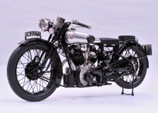 Model Factory Hiro 1/9 K485 Motorradbausatz Brough Superior SS100