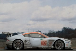 Customer Sale: 1/24 Automodell Aston Martin DBR9 Gulf Racing 24 h Le Mans 2008 finish line