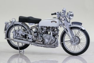 Model Factory Hiro 1/9 motorcycle kit K622 Vincent White Shadow (1950)